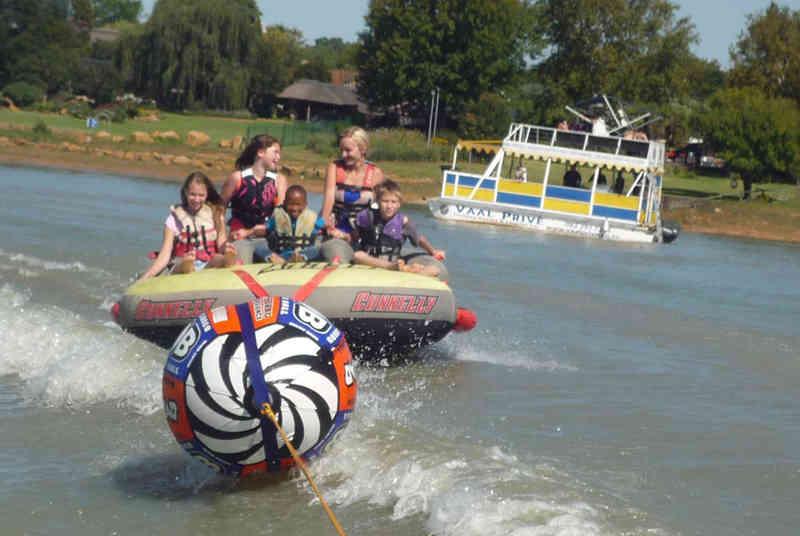 kids enjoying cruise